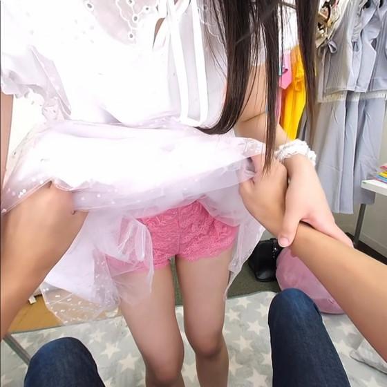 アイドル衣装の脱衣